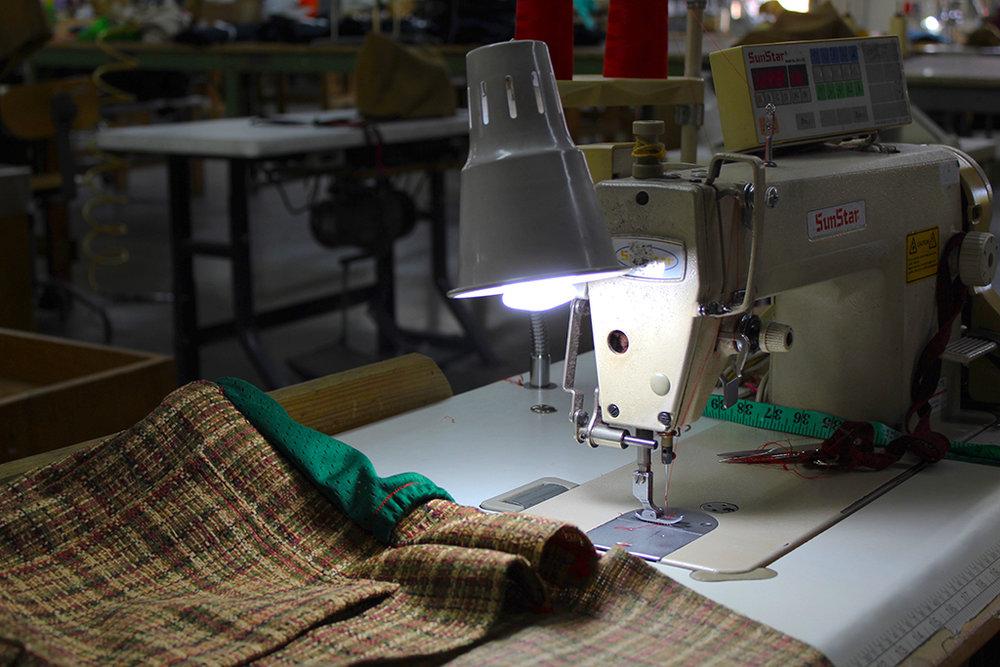 El grupo de costureras ven con resignación el que su oficio haya menguado en los últimos años. (Víctor Rodríguez-Velázquez / ONCE)