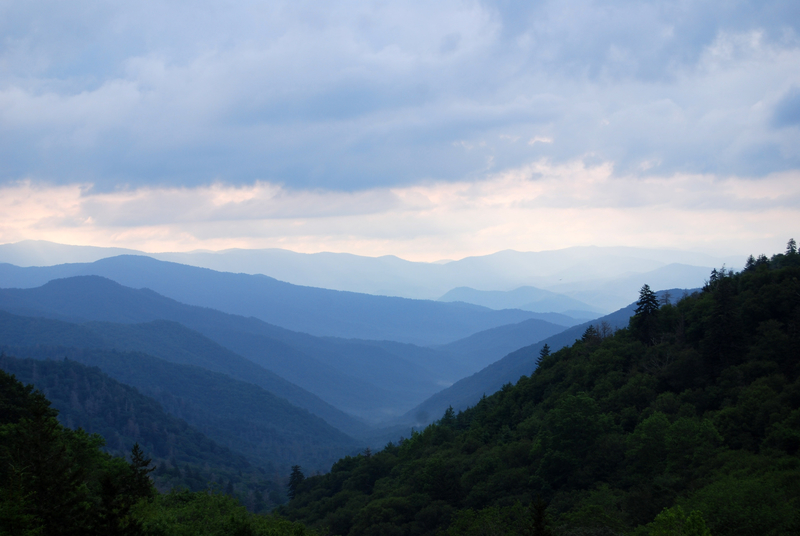 mountains-and-hills-landscape-at-great-smoky-mountains-national-park-tennessee_800.jpg