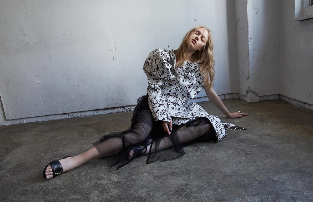 One-shoulder dress: SAKINA FUSE(XANADU TOKYO) Tulle dress: agris Shoes: ombre Ring: UNOde50