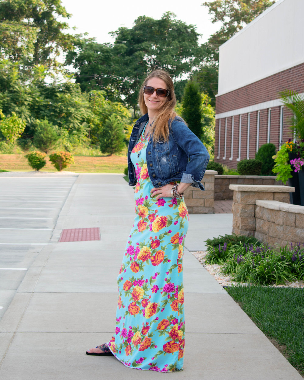 Maxi dress. Cropped jean jacket. Long necklace. Flip flops.