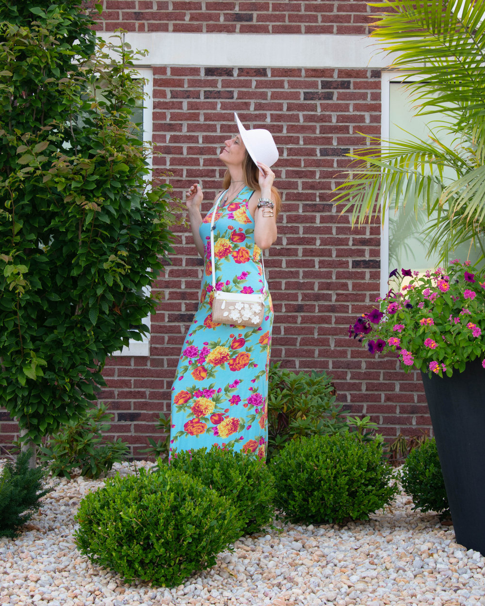 Maxi dress.  Sun hat,  Straw purse.