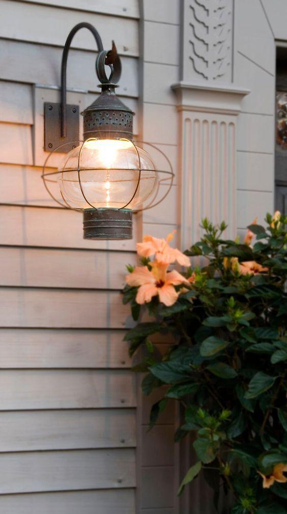 daed49dd1dda4a66f5aed08c5cffbc66--new-england-homes-exterior-lighting.jpg