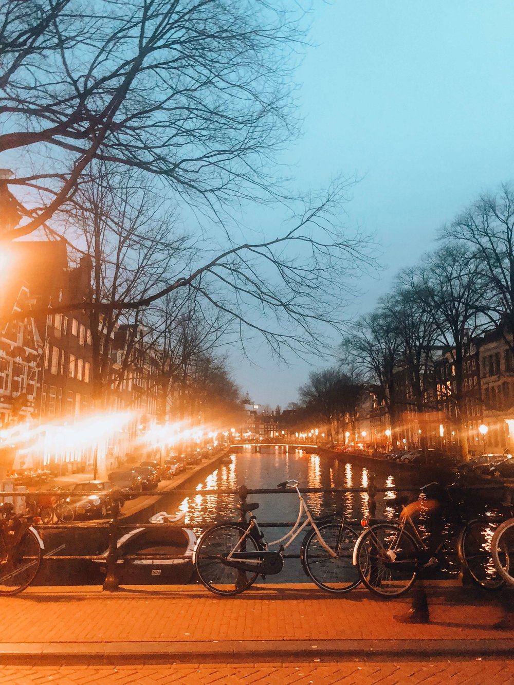 Amsterdam-canals-bridge.jpg
