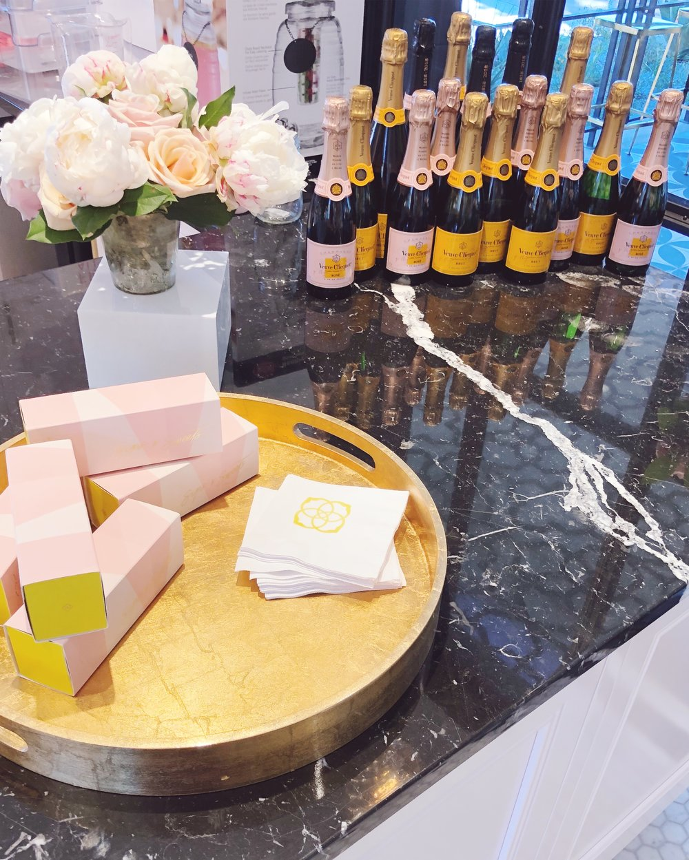 kendra scott sips and sweets store cafe