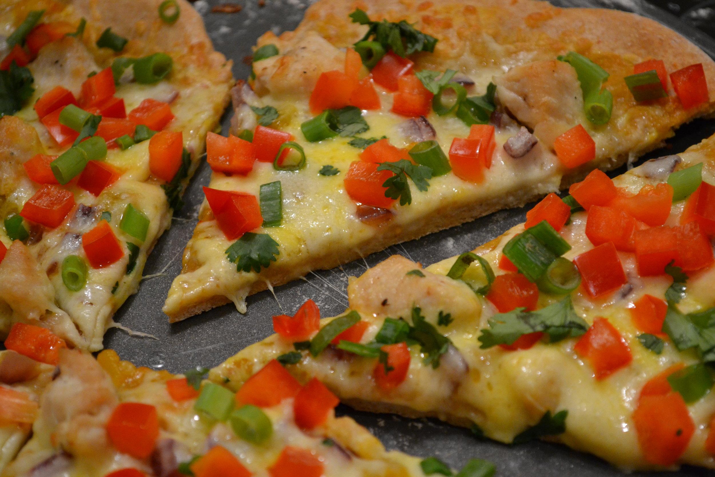 pineapple chicken pizza sliced
