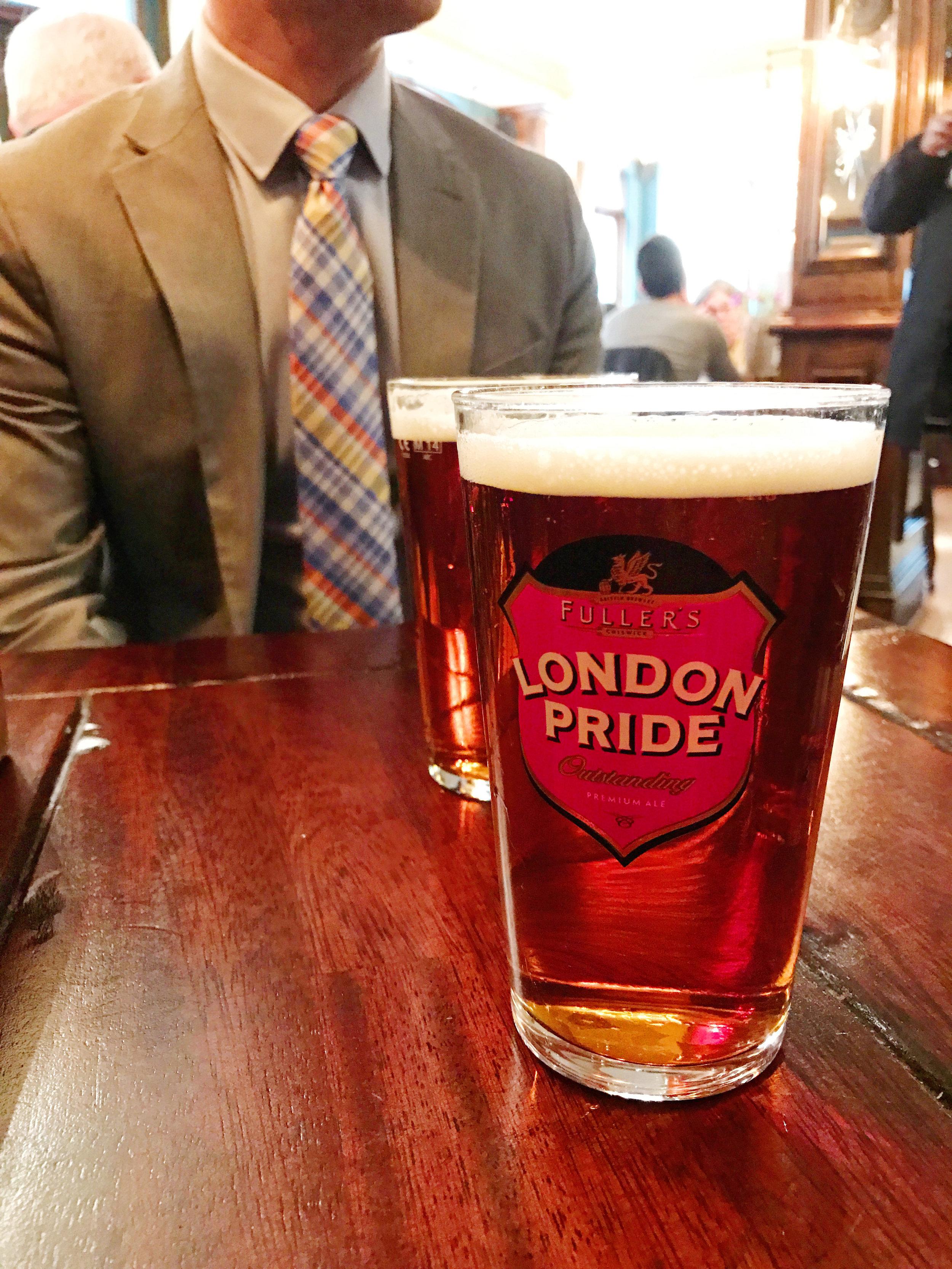 A Pint of English Ale - #Kurtantravels London Travel Guide Part 2 - BySarahRae.com