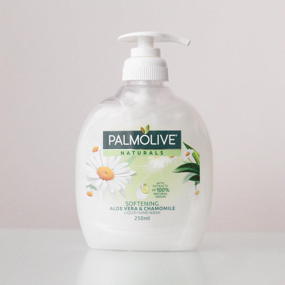 Palmolive Softening Aloe Vera & Chamomile Handwash  Noema Product Review.jpg