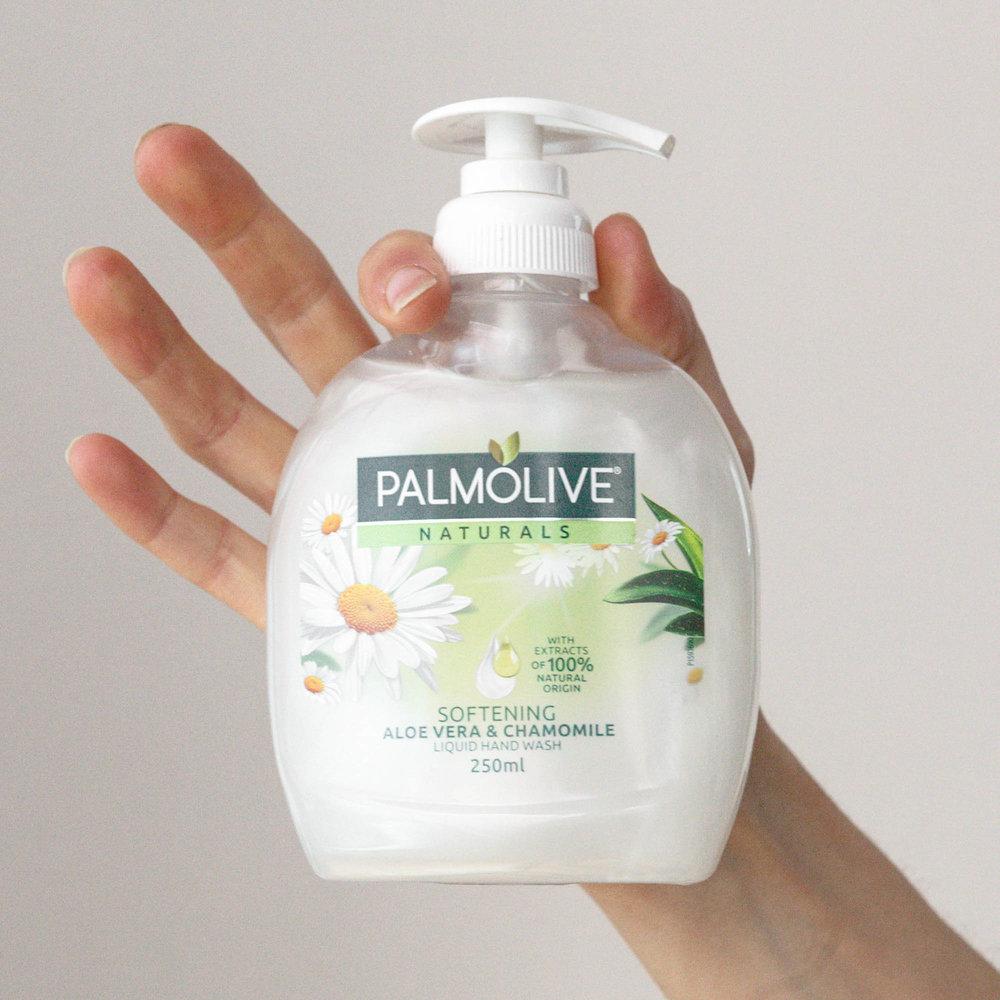 Palmolive Softening Aloe Vera & Chamomile Handwash  Noema Product Review-2.jpg
