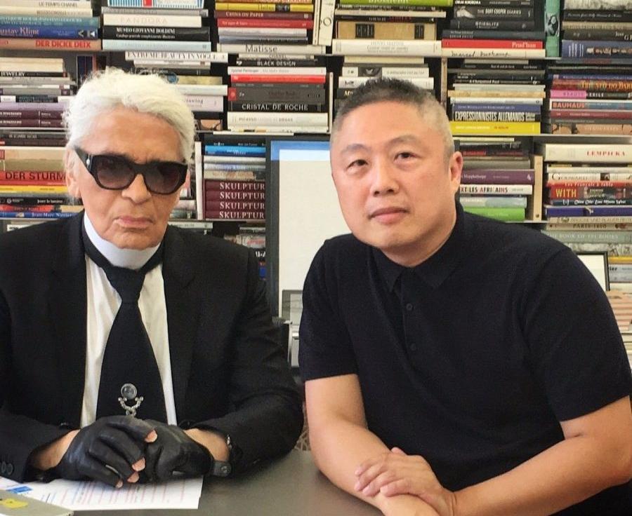 包益民与时尚大帝  Karl Lagerfeld  的合作合影
