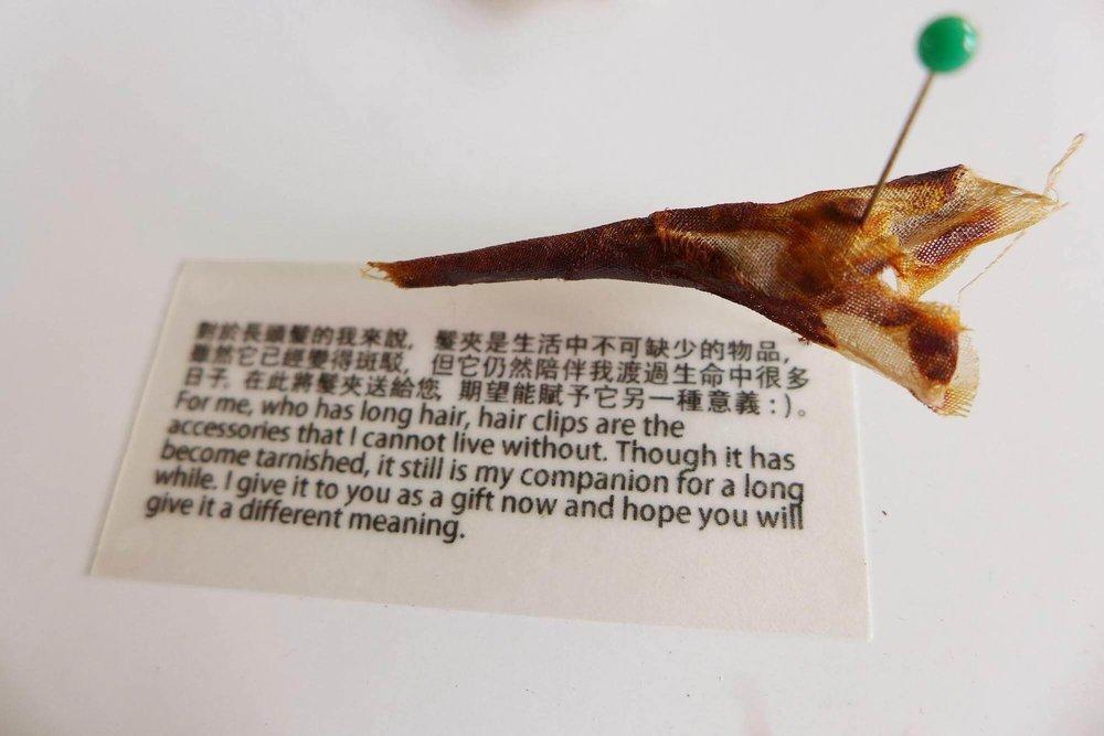 《铁锈物件》之大学生的发夹,有关物件的文字故事,也会一同展出。