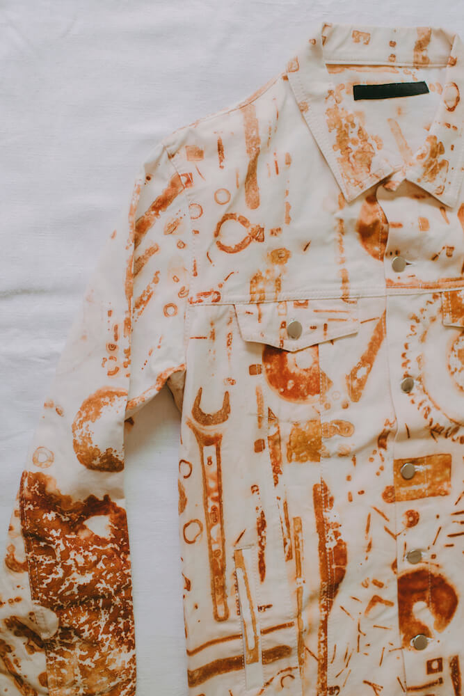 和服装设计师Tsung Yu CHAN合作系列的其中一件夹克,曾于巴黎展出。 -
