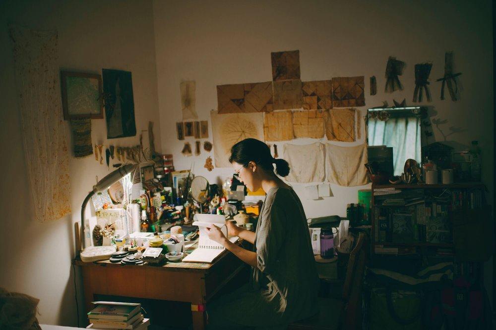 工作室的一隅是写字桌。