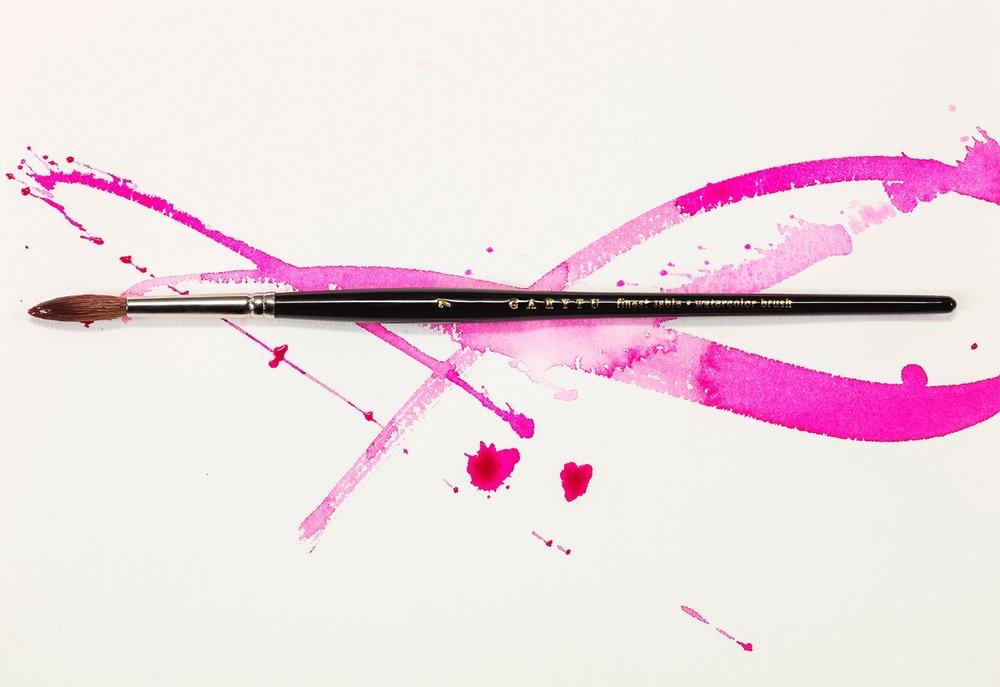 """最新推出""""GaryTu 经典全貂毛手工水彩笔"""",由Gary Tu自行监督、品管的代表性商品,笔尖到笔盒,都采最高等级。"""