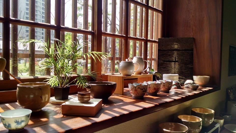 八拾捌茶轮番所提供各式碗器,在品茗的过程学会泡茶喝茶,深入了解台湾茶文化。