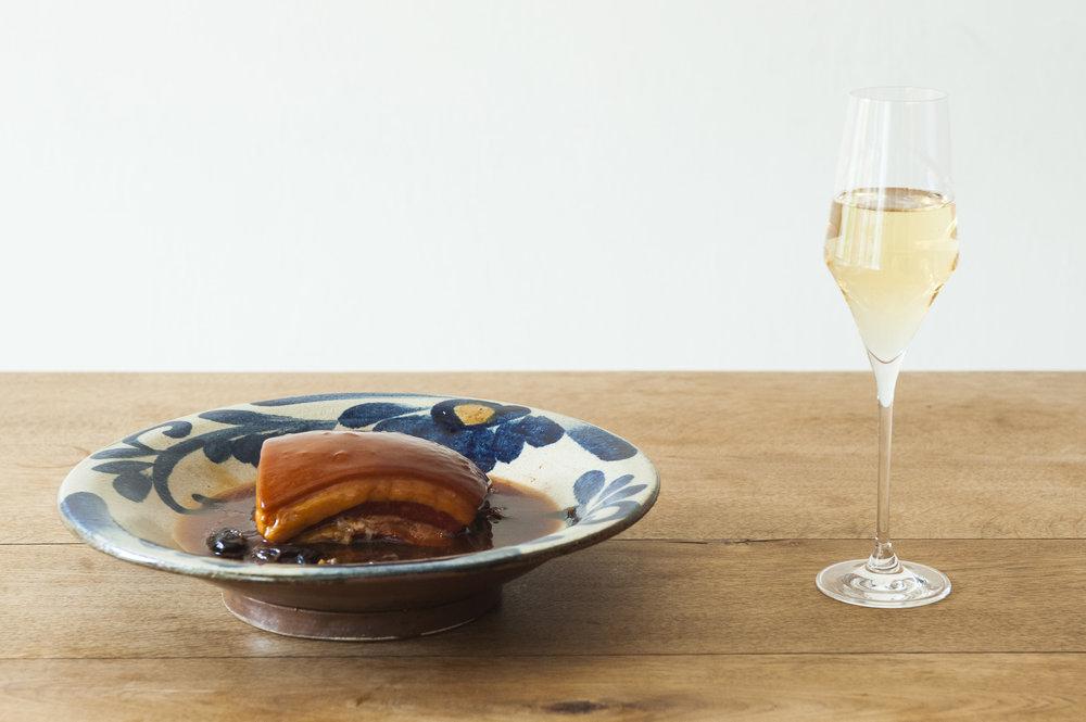 富锦树台菜香槟是一道道透过创意调味而成的台菜料理。
