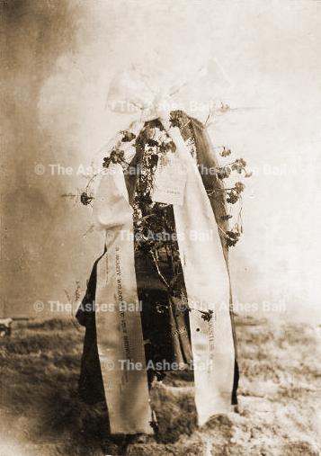 Beechworth flower presentation to Lady Darnely