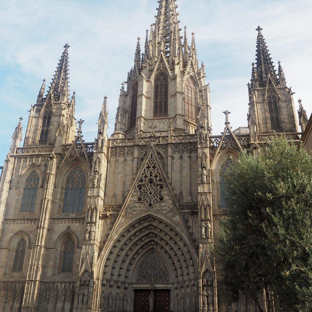 Things-to-do-in-Barcelona_Barcelona-travel-guide_ellaryder1165E55D-7265-4716-87E5-5E66D4566945-2-1600x1596.jpg