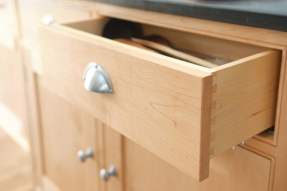 The drawers have cutlery trays and are made in solid maple with machine cut dovetail joints for strength