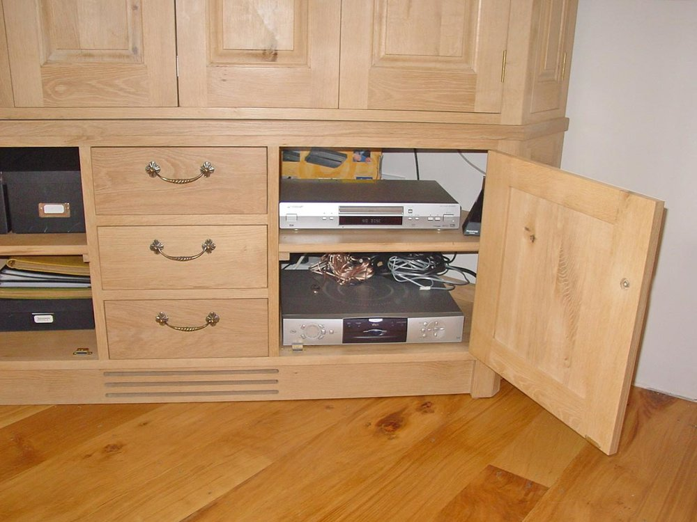 corner-cabinet-01.jpg