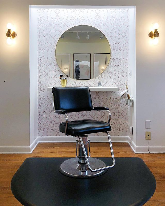 Excited to share a few shots of my salon studio with everyone! Been working on the finishing details of this space since the new year, and I am really happy with how it's all coming together. Would love to have you in my chair. 💇🏼‍♀️💇🏻‍♂️ You'll find the link to book online with me in my bio, and click on my story for more studio shots. ⬆️😊
