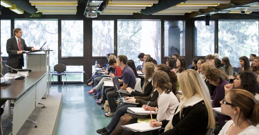 Mike Posner lectures students on the intersection between business and human rights