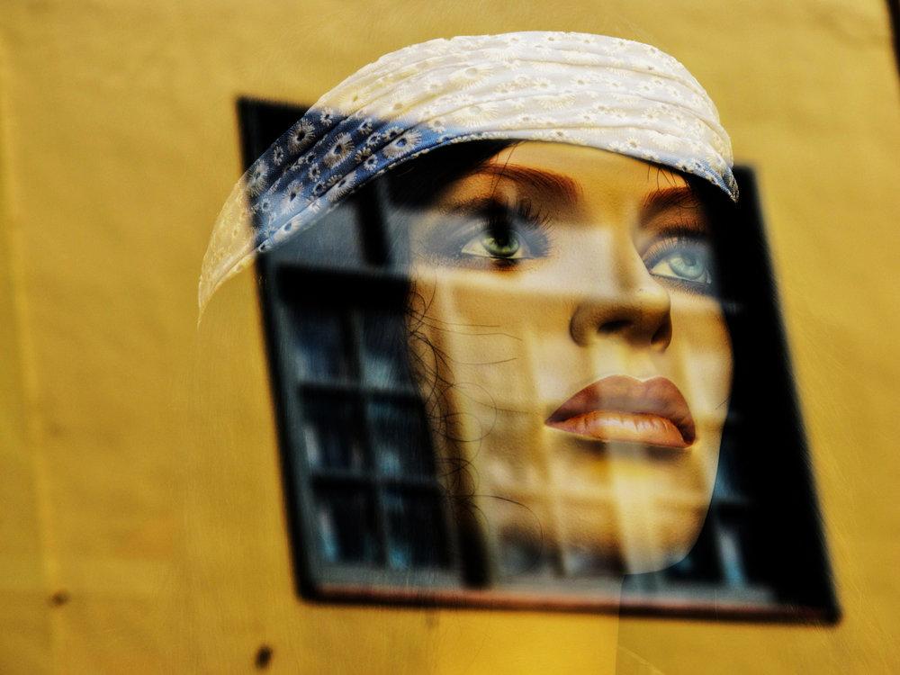 My doll into a frame - SEIGAR(Tenerife 2011).JPG
