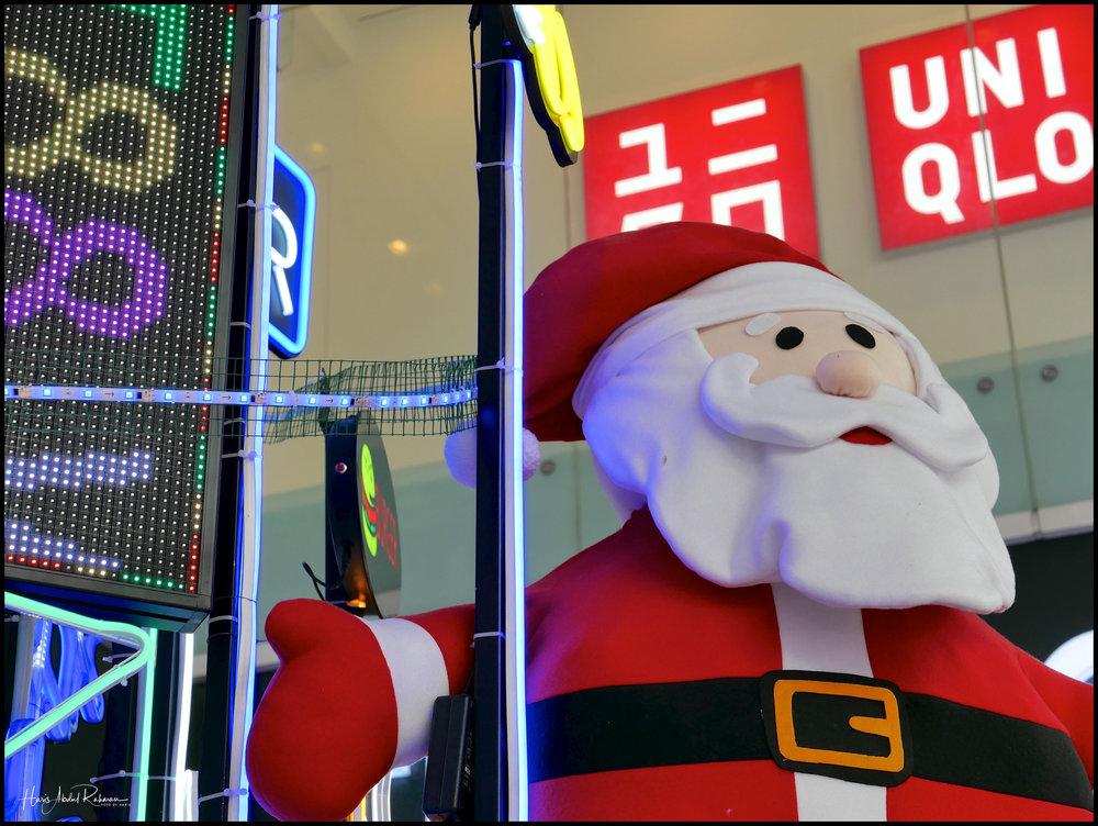 Ho! Ho! Ho! At the entrance to Fahrenheit 88 in Bukit Bintang