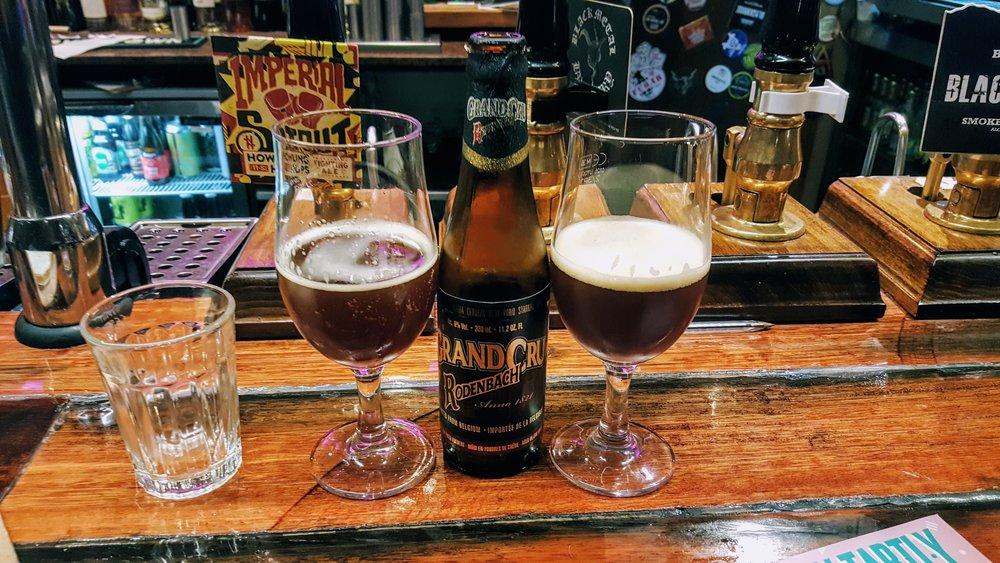 ALES ROJAS DE FLANDES - Rodenbach Grand Cru es una cerveza que no necesita presentación. Es la Flanders de las Flanders. Su acidez acética y su soporte de malta hacen que tenga un sabor parecido a un vino tinto.