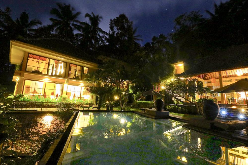 villa night 1.jpg