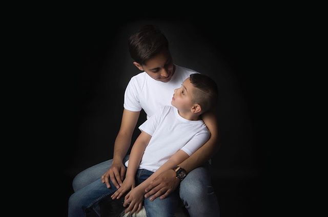 Sometimes being a brother is even better than being a superhero💫 #brotherlove #playfulphotography #bepictured #bepicturedphotography #familyshoot #neverendinglove