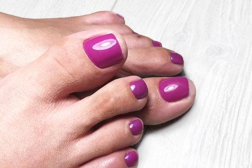 """Pediküre - Fußpflege Basic (Hornhautentfernung, Nagelhautentfernung, Nägel werden in Form gefeilt) – 40,00€Fußpflege mit Nagelmodellage(Fußpflege Basic und Farbe """"Schellack"""") – 65,00€"""
