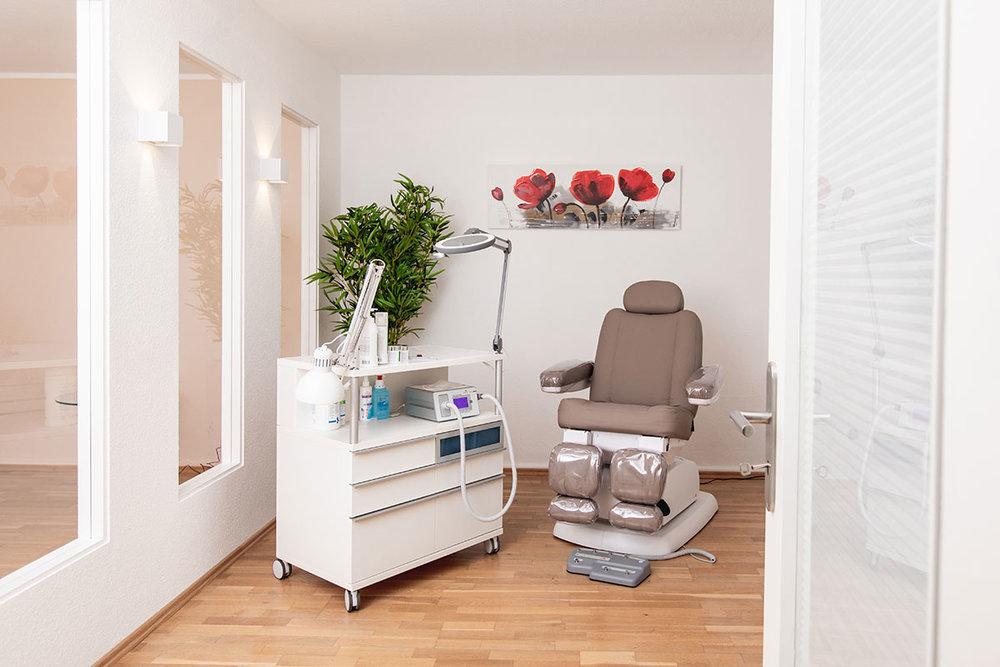 reyna-studio-hannover-manikuere-pedikuere-massage-galerie-02.jpg