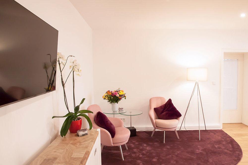 reyna-studio-hannover-manikuere-pedikuere-massage-ueber-uns-02.jpg