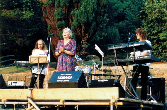 ULI with LEONORA GOLD & DON AIREY (Bernstein, Puccini) Private Garden Party at Earl's Farm, Mark Cross, England 19. August 1995