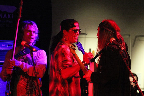 ULI jamming with TONY FRANKLIN & SLASH - 2nd G-TARANAKI FESTIVAL   NEW ZEALAND - New Plymouth, Puke Ariki Museum, 14. August 2010