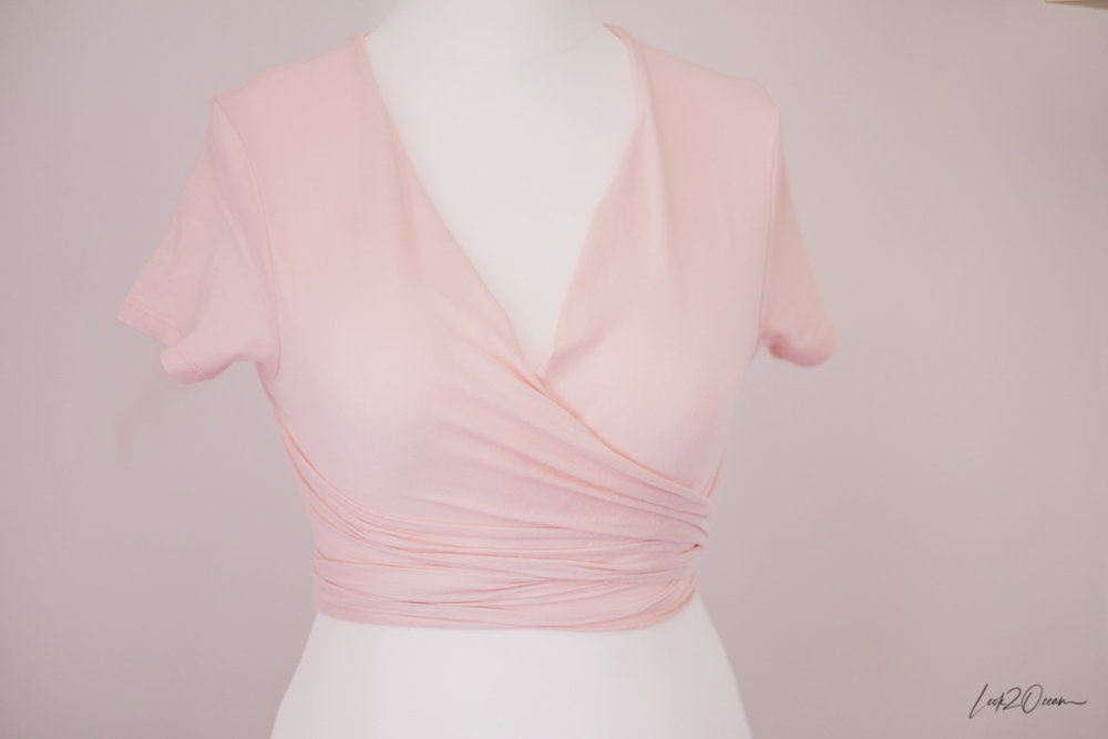 How to turn a simple stretch t-shirt into a wrapped crop top?