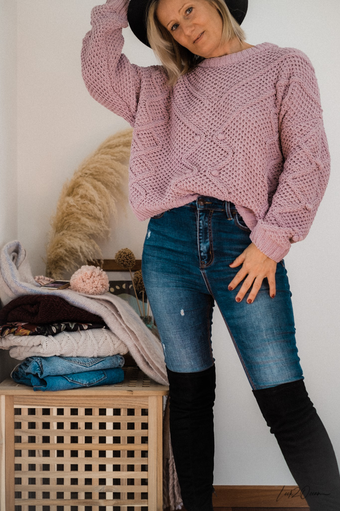 How To Combine Over-Knee Boots In A Classy But Casual Way