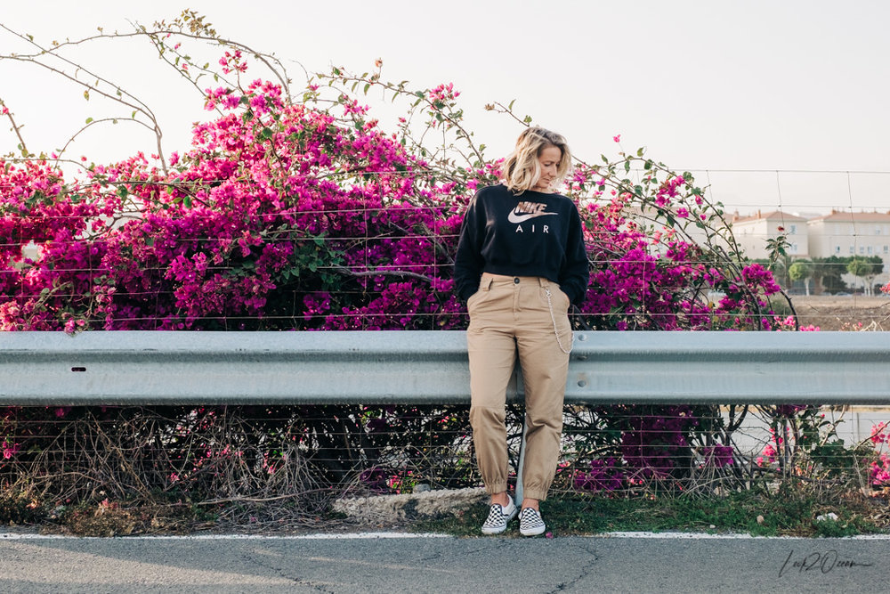 How to Wear High Waisted Cargo Pants?