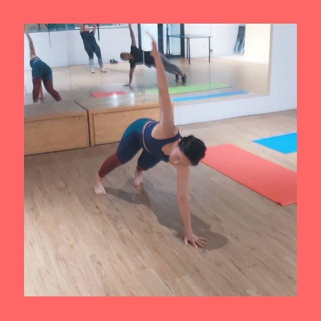 """Our core muscles are more than just your abs and back!  Our obliques at our sides are essential for protecting and stabilising our spine, but we often neglect them. The obliques help to:  1. Twist your body from side to side,  2. Pull your upper body/lower body to the side (a side bend), and  3. Pulls the chest down together with the abs! So they're really important, ESPECIALLY if you enjoy dancing like we do! 💃 - Here, @christineneo.yoga and @afiqahahah are doing the torso rotational exercise that works both the (1.) as well as (2.) - by preventing the hips from sagging. - Start off from a plank position (maintain a straight body throughout) and raise one arm towards the sky. When you come down, try your best to """"thread"""" your arm through the other side to really engage the stabilising function of the obliques!! - Give it a try and let us know how it feels! If you'd like to also learn more about functional exercises and workouts to help you live better, find us at our website! Link in bio. #doitweightless - -  #fitfam #fitlife #getfit #training #fitnessforlife #activeliving #youcandoit #fitnesslifestyle #fitnesslover #thesweatlife #calisthenics #calisthenicstraining #bodyweight #bodyweighttraining #hiit #hiitworkout #sgfitness #hpbsg #sg #sgfit #hiittraining #sgcalisthenics #calisthenicssg #mobility"""