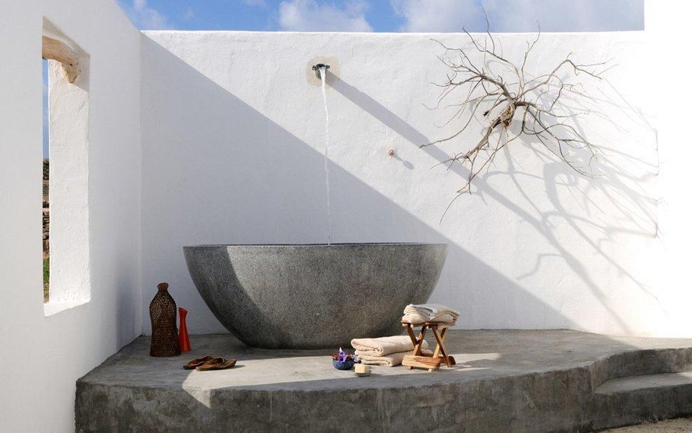 Villa Parathira_BathTub_1150x720.jpg