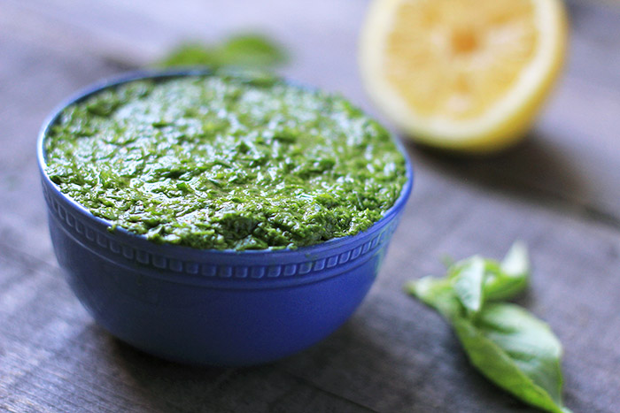 A vegan pesto made with just 5 ingredients!