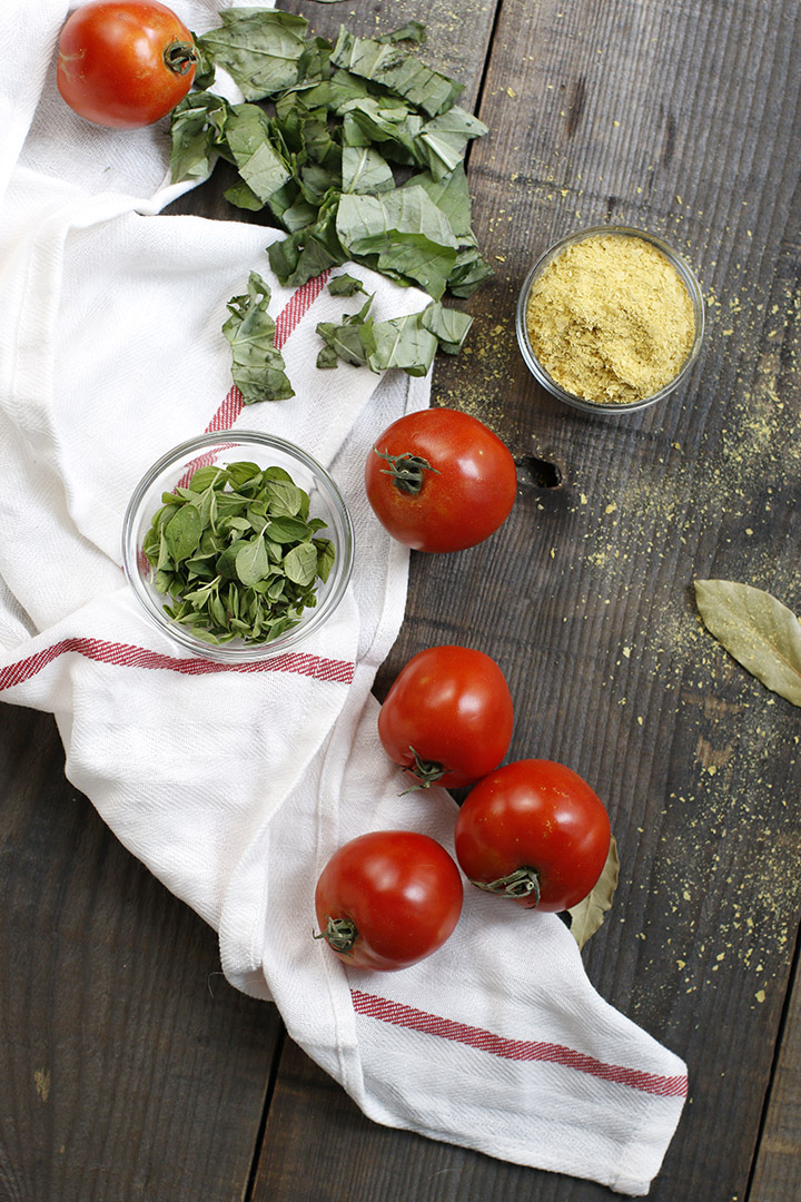 d tomatoes and basil! Make a big batch to quickly make delicious pastas, chicken bakes and veggie stews!