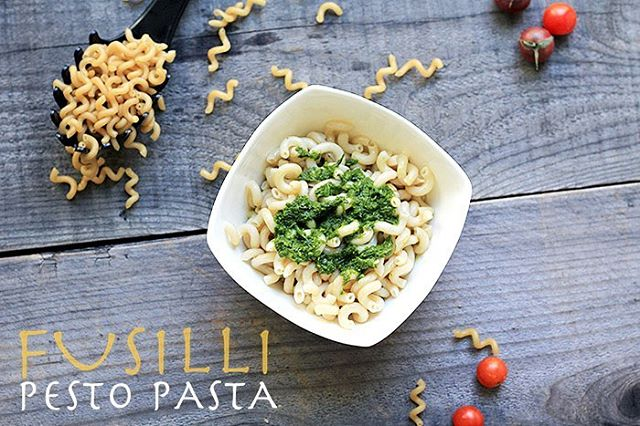 Nothing beats curling up with a bowl of pasta 🍝 Especially with fun-shaped Fusilli pasta 🤗 This dish is so easy that there's plenty of time to make our homemade vegan pesto. 🌿 • Our low FODMAP pesto recipe on the blog is gluten, dairy and garlic free AND tastes amazing! I always have a bottle of garlic-infused olive oil so I can have the garlic taste without the symptoms. Add sautéed tomatoes, bell pepper and basil to the pasta with a side of protein to complete the dish 🙌🏻#offthebeetenplate • Tap our bio link to get the easy pasta and pesto recipes ☝🏻 . . . #photooftheday #instafood #cleanfood #healthyfood #fitnessfoods #healthier #cleaneating #healthylifestyle #yummylicious #glutenfreelife #dairyfreelife #simplerecipes #instafit #nutrition #plantbased #whole30 #healthyrecipes #healthyweightloss #foodbloggerpro #realfoodz #glutenfreepasta #pestopasta #dinnerideas #fusillipasta #mediterraneandiet #pasta #simplerecipes #easyrecipes