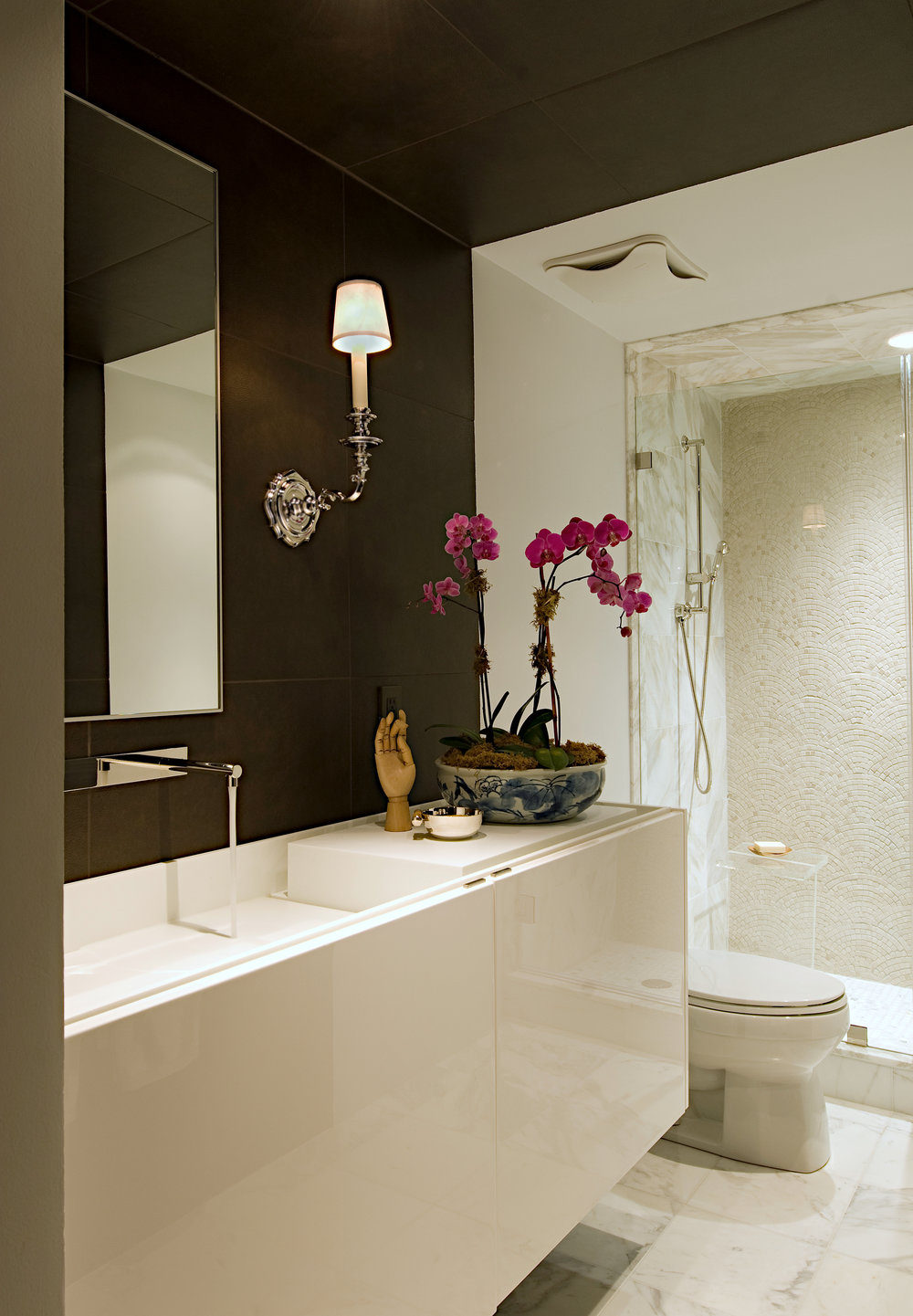 modern Georgetown guest bath // Tricia Huntley