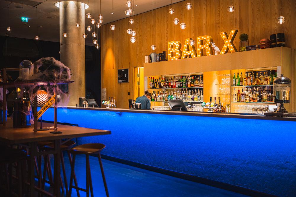 Quality-Hotel-Friends-BarX.jpg