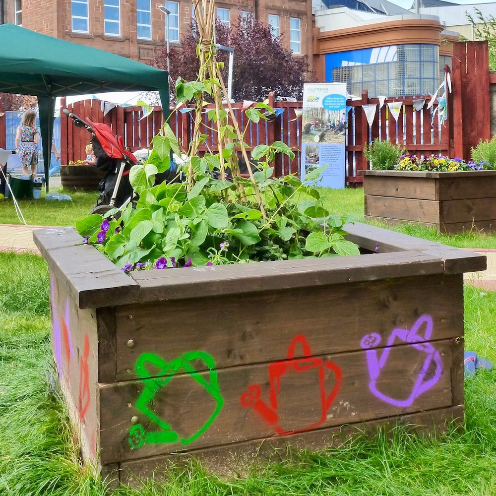 Creative Gardening - Blending my passions for participatory art, environmental issues and food growing. I joined the award winning Fife Diet team as part of their Seed Truck project. Travelling to community gardens throughout Scotland to encourage folk to grow their own.
