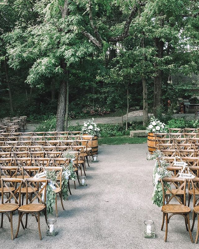 This beautiful weather is getting us so excited for our upcoming weddings!! Bring on spring!! **This area is called The Court and is the perfect area for a larger ceremony!! Photo by @onawhimco . . . . #mykentuckybride #kentuckyproud #sharethelex #lovelexington #barnwedding #kentuckyweddings  #kentuckyproud #explorekentucky #visitkentucky #kentuckybride #kentuckyvenue #kentuckywedding #barnwedding #barnvenue #kentuckybarn #kentuckybride  #kywedding #kentuckyweddingphotographer #visitlex #lexingtonky #nicholasvilleky #kentuckyweddingplanner
