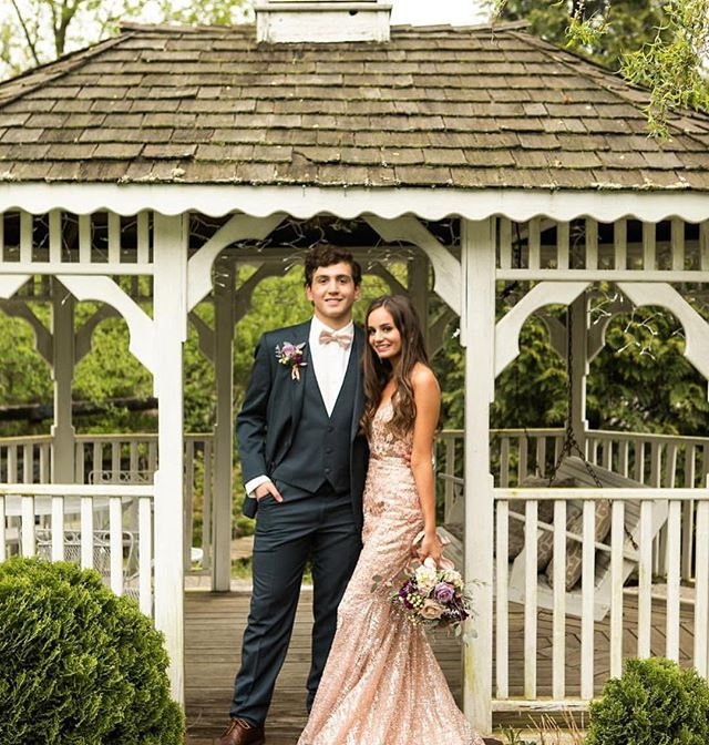 We are still booking prom sessions and photoshoots here at The Barn! Please email us at thebarn@springhousegardens.com or give us a call! We would love to set up a session for your group in our beautiful barn, meadow + gardens! ($15 per prom attendee, minimum of 10 attendees/5 couples to book). _ Photos by: @jennifermunsonphotography . . . . #sharethelex #lovelexington #kentuckycreatives #lexingtonartist #kentuckyartist #lexhavefun #sharelexky #kentuckyproud #lexingtonky #lexington #lexingtonkyphotographer