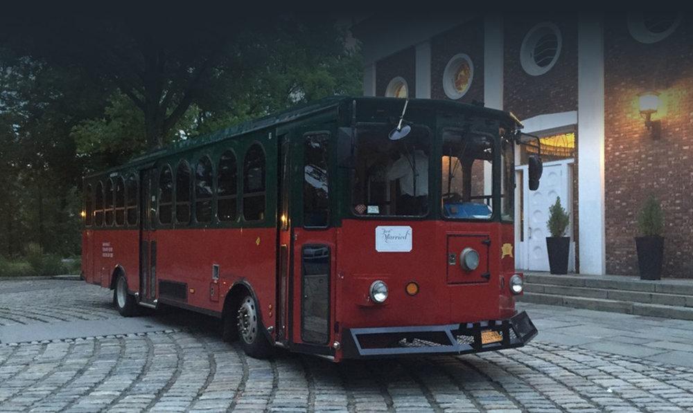 manhattan wedding in a trolley