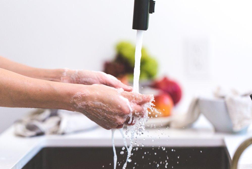 cooking-hands-handwashing-545013.jpg